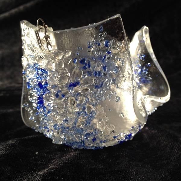 Bilde av Håndlaget t- lysestake hengende, blå