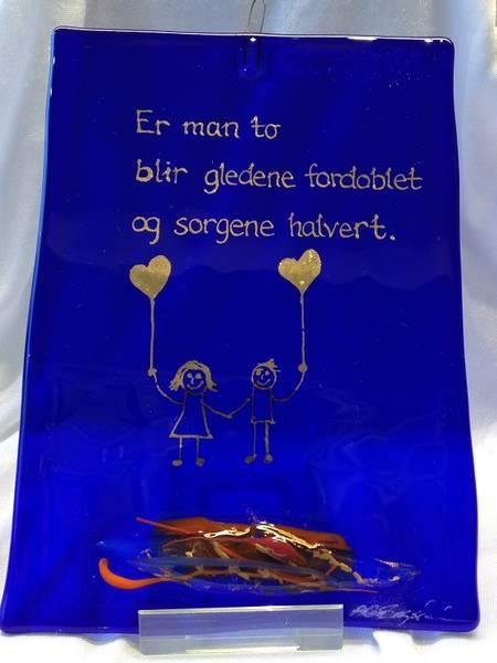 Bilde av Hustavle i glass, Er man to..