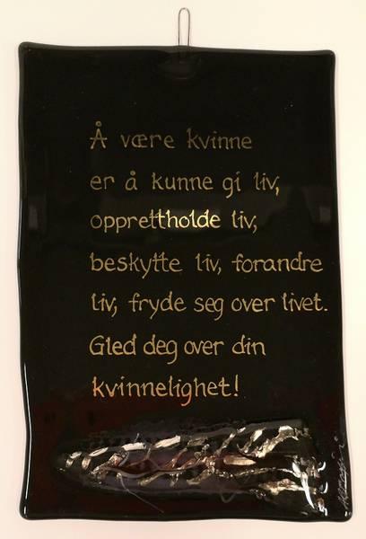 Bilde av Hustavle i glass, Å være kvinne