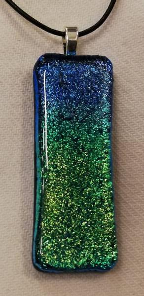 Bilde av Smykke i glass 083, turkis/limegrønt nordlys