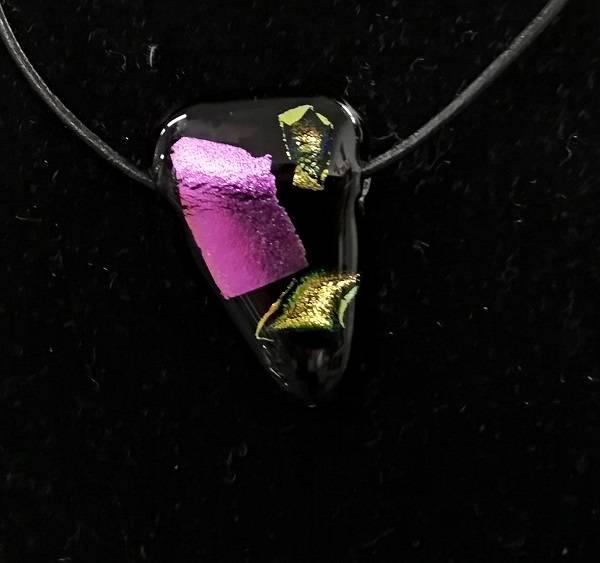 Bilde av Smykke 51, sort/rosa/gult