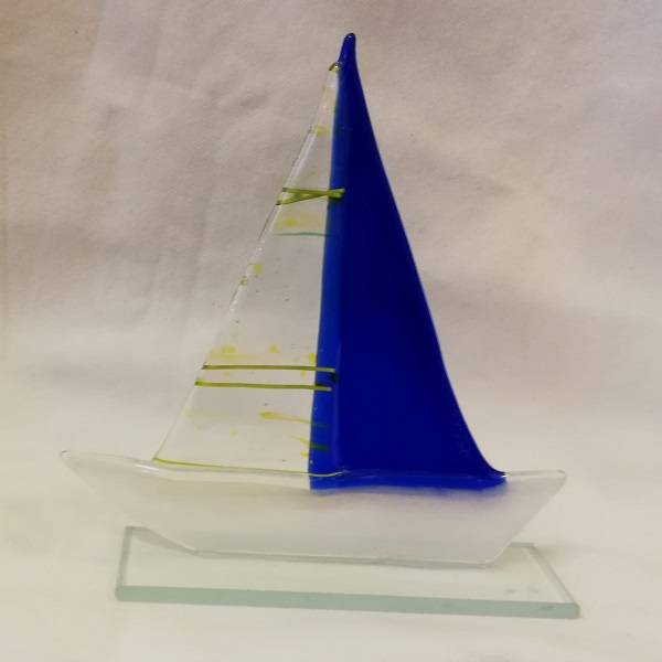 Håndlaget båt i glass, blå/lime