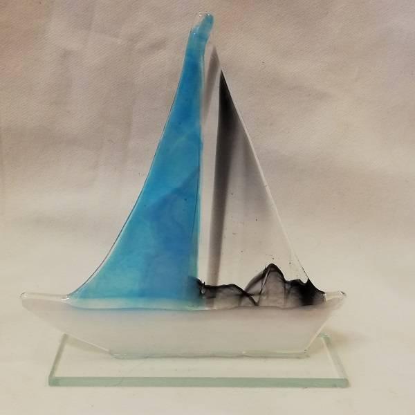 Håndlaget båt i glass, turkis/sort