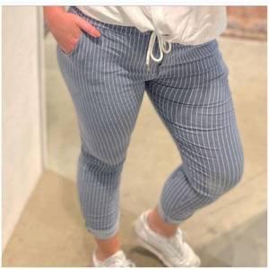 Bilde av Tindra bukse blå stripe