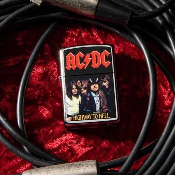 Bilde av Zippo - AC/DC Highway to Hell - Lighter
