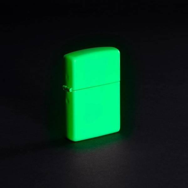 Bilde av Zippo - Classic Hvit Selvlysende Lighter