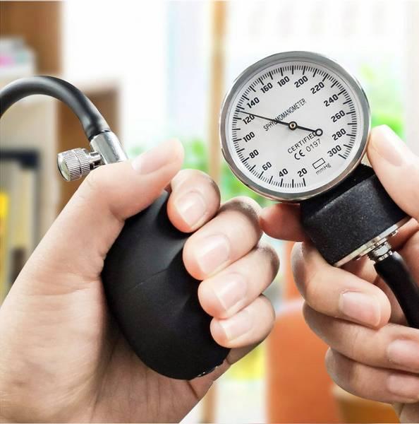 Manuell blodtrykksmåler og stetoskop m/bag