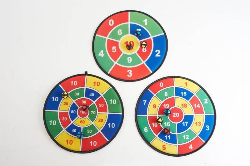 Dartspill med 3 baller