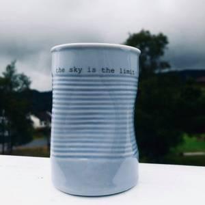 Bilde av kopp med tekst - the sky