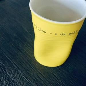 Bilde av kopp med tekst - yellow