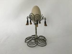 Bilde av Eggeglass i trådarbeid
