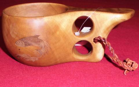 Bilde av Trekopp med inngravering av laks og tekst
