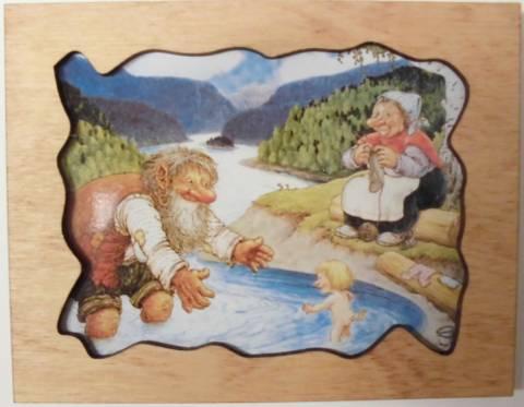 Bilde av Treramme - troll tar et bad