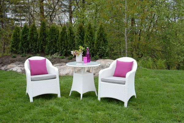 Bilde av Selma D. sett 2 stoler m/puter+bord Ø70 cm - hvit/gråmelert