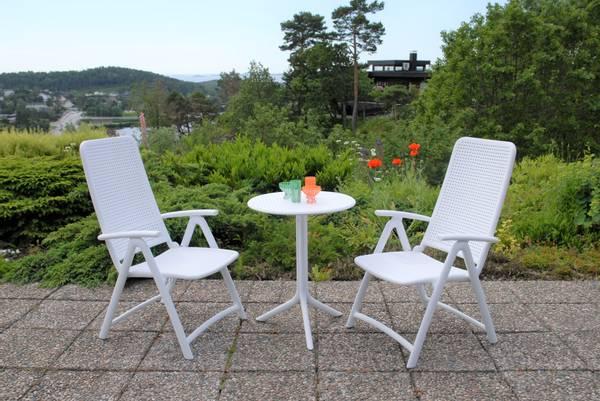 Bilde av Nardi Darsena sett  2 posisjonsstoler+bord Ø60 cm - hvit