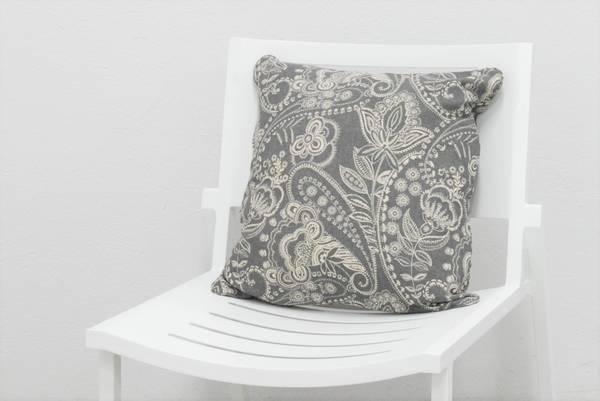 Bilde av Hillerstorp pyntepute 50x50 cm - design Paisleygrå