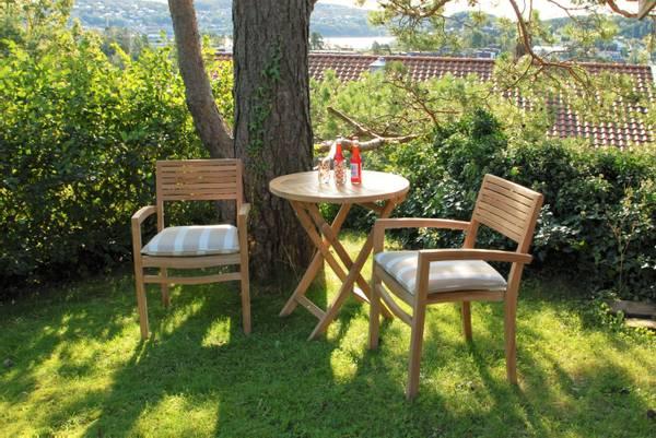 Bilde av Figaro sett 2 stabelbare stoler+bord Ø70 cm - teak