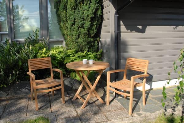Bilde av Figaro sett 2 stabelbare stoler+bord Ø80 cm - teak