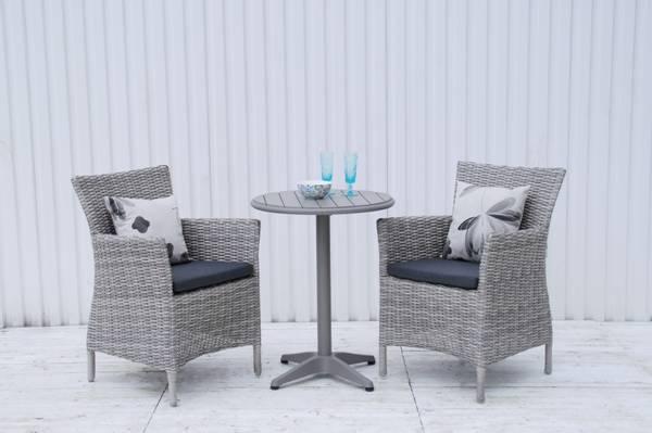 Bilde av Java sett - 2 stoler m/puter+Roma bord Ø60 cm - gråmelert/mørk grå/betonggrå