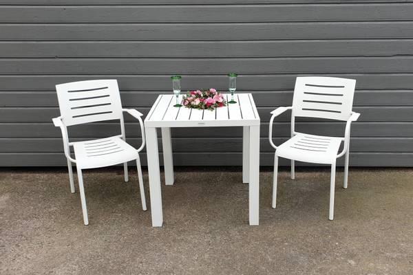 Bilde av Roma Art sett 2 stablestoler+bord 70x70 cm - hvit