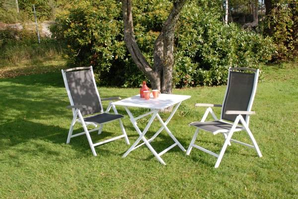 Bilde av Salerno sett 2 posisjonsstoler+bord 70x70 cm - hvit/grå