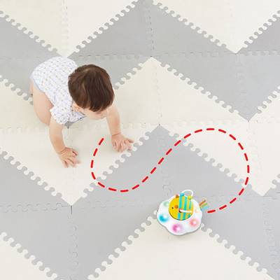 Bilde av Skip Hop Explore&More Crawl Toy, Folllow-Bee