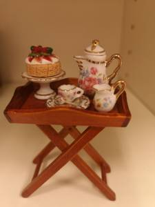 Bilde av Tebord med servise og kaker
