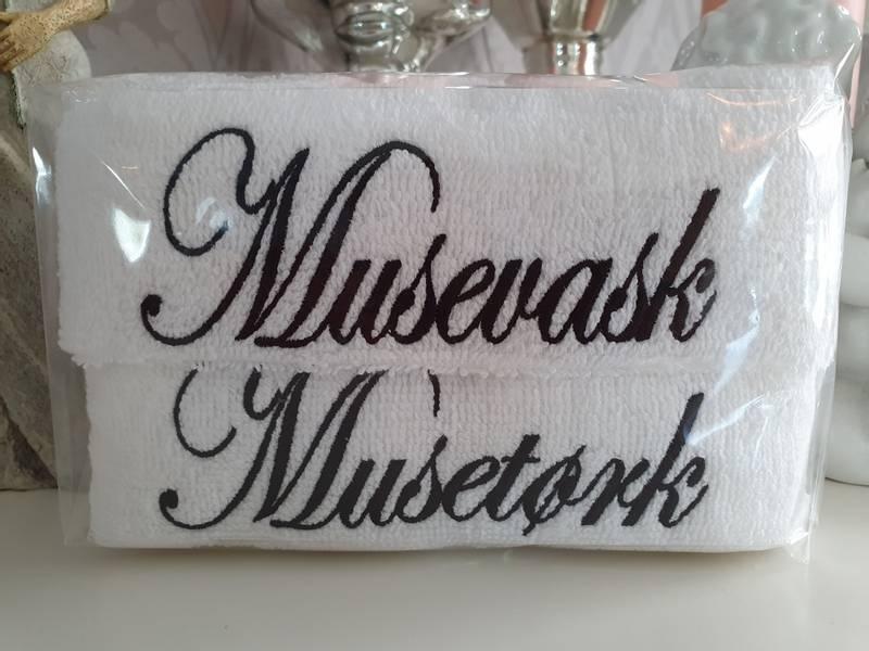 Musevask og Musetørk hvit med sort skrift