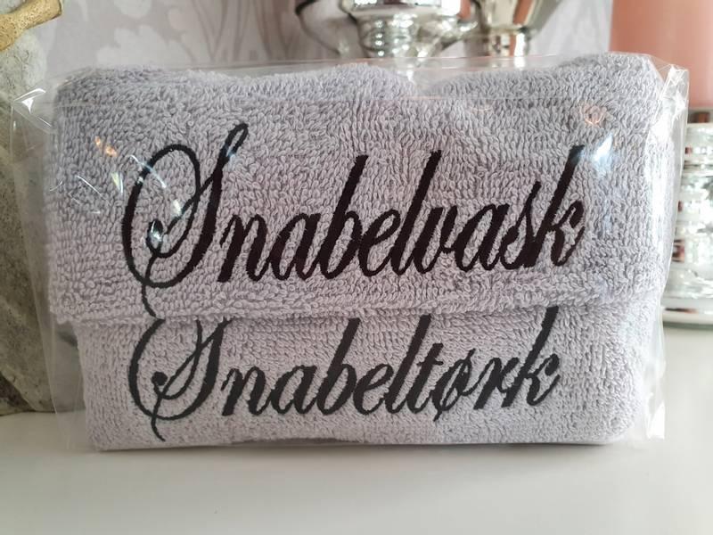 Snabelvask og Snabeltørk lysegrå med sort skrift