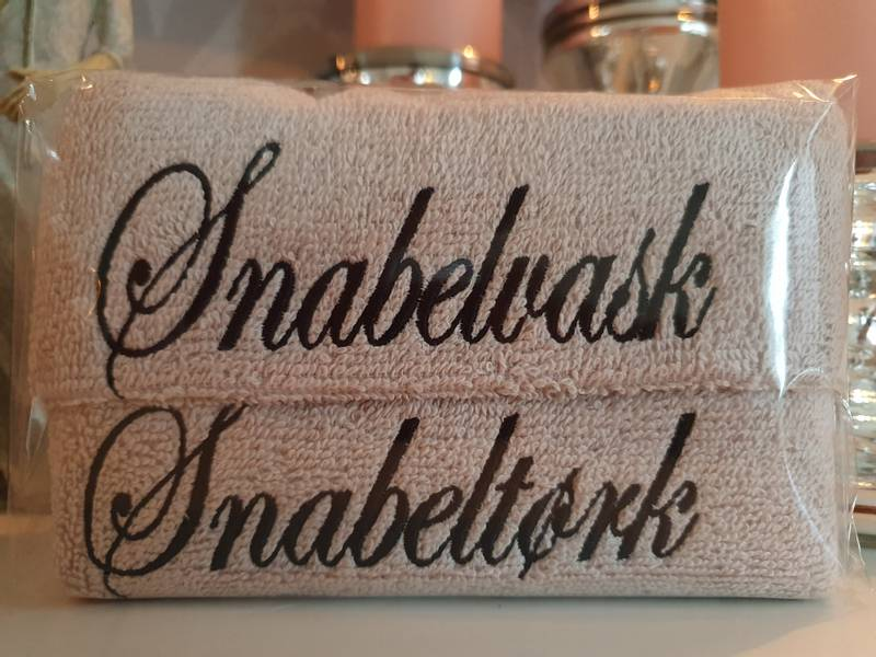 Snabelvask og Snabeltørk sand med sort skrift