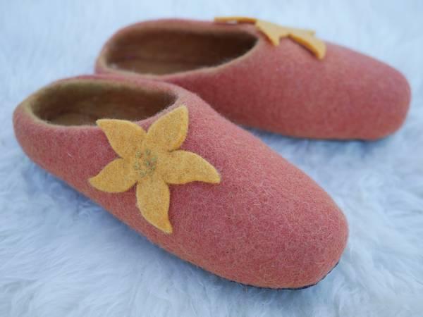 Bilde av Tova tøfler - paprika med blomst