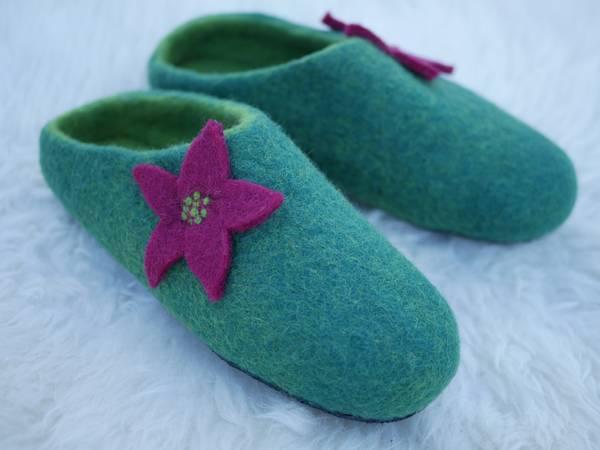 Bilde av Tova tøfler - smaragd med blomst