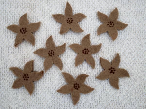 Bilde av Tova blomst - sand