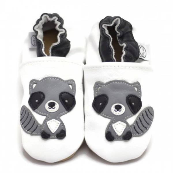 Bilde av Hvite skinntøfler med vaskebjørn fra Panda Feet