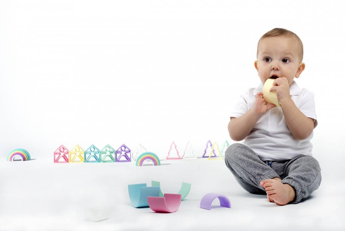 Liten regnbue - pastell - leker i silikon / Dëna Toys