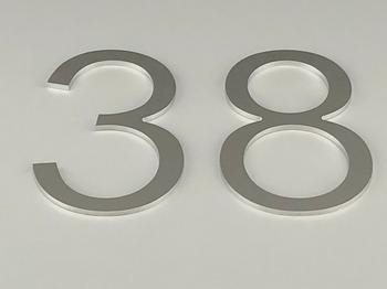 Utskjærte tall og bokstaver