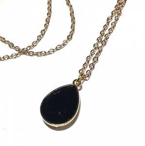 Bilde av Amna sort smykke