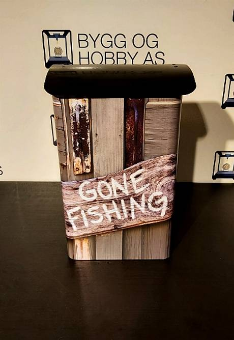 Bilde av Postkasse Gone Fishing