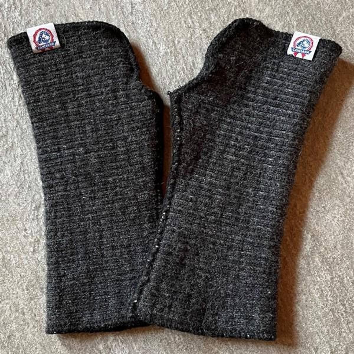 Wrist warmers elastic merino wool black