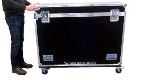 Bilde av Yamaha M7CL, 200mm kabelgate, hjul bak