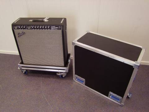 Bilde av Fender Super Reverb 4x10 med hjul
