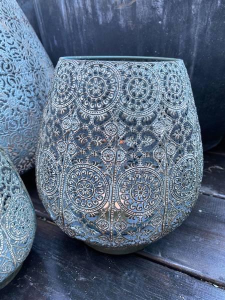 Fyrfat med mønster, irret metall, medium