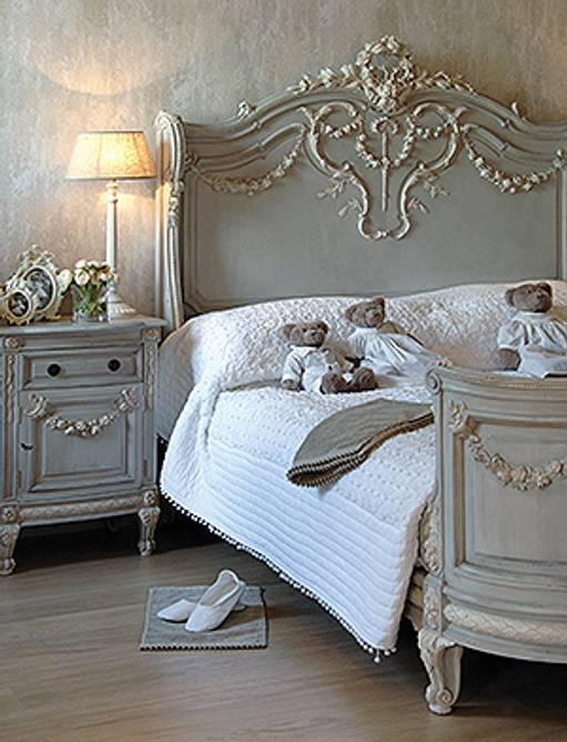 Bilde av FONTAINEBLEAU CARVED KING SIZE BED
