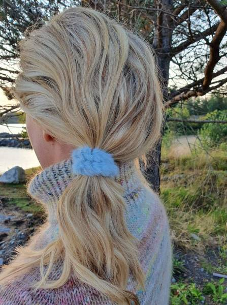 Fluffy Fur hårstrikk 8cm light blue