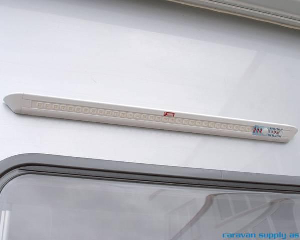 Bilde av Lampe til dør Fiamma LED m/sensor 58x4x4cm hvit