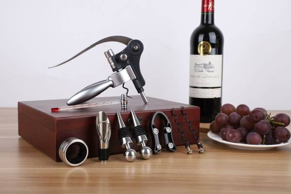 Bilde av Gavesett med vin tilbehør - 10 deler