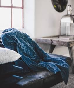 Bilde av Designby, Blue velvet pledd