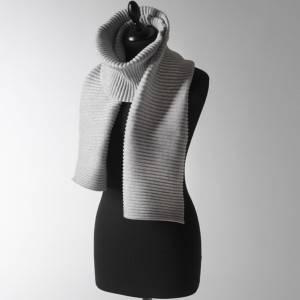 Bilde av Pleece scarf light grey by