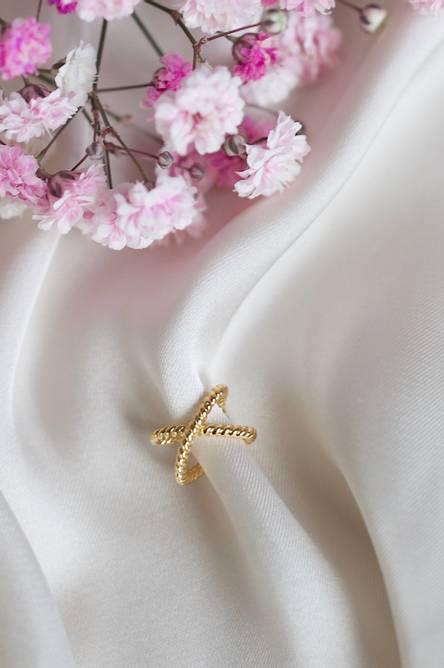 Bilde av Twisted earcuff gold