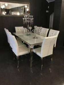 Bilde av Nydelige spisestol i hvit m/bling